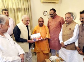 Uttar Pradesh Chief Minister Yogi Adityanath met eminent cardiologist Mansoor Hasan in Lucknow as a part of Bharatiya Janata Party's (BJP) 'Sampark se Samarthan' (Contact for Support) initiative. Hasan is known for helping establish the Lari Cardiology Centre at King George's Medical University (KGMU), Lucknow. Even after retiring from his services at KGMU, Hasan continued to be involved in clinical cardiology, besides having a keen interest to be updated with the recent advances occurring in this field. In 2011, Hasan was awarded the Padma Shri for his contribution in the development of cardiology.