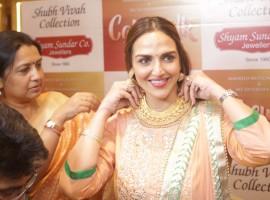 Esha Deol Takhtani unveils her Bengali bride look