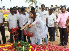 Trisha at Karunanidhi's memorial at Marina