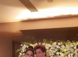 Shah Rukh Khan and Manisha Koirala pose for the shutterbugs