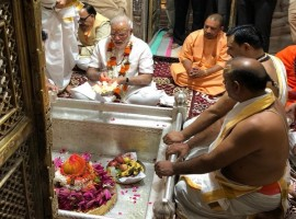PM Modi offers prayers at Kashi Viswanath temple