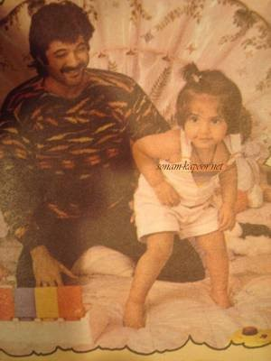 Sonam kapoor,sonam kapoor childhood photos,sonam kapoor photos,sonam kapoor old photos,anil kapoor,sonam kapoor family photos