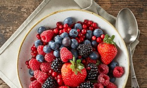 Berries: Regular intake of berries including strawberries and blueberries is a good way to lose weight. Berries have a dramatic effect on losing belly fat significantly over time. Moreover, berries can lower cholesterol and improve blood sugar and insulin levels.