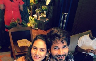 bollywood-star-shahid-kapoor-has-treated-his-fans-some-special-moments-his-wife-mira-rajput