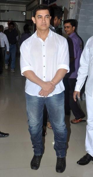 Aamir Khan launches the book, 'Sagar Movietone' written by Biren Kothari