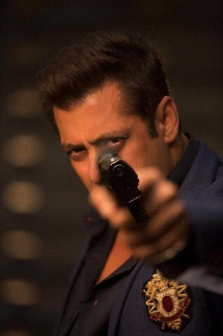 Salman Khan,Salman Khan Race 3,Race 3,Race 3 first look,Race 3 poster,Salman Khan unveils Race 3 look,Salman Khan Race 3 look