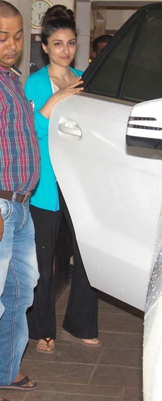 Soha Ali Khan,actress Soha Ali Khan,Saif Ali Khan,Saif Ali Khan house,Soha Ali Khan pics,Soha Ali Khan images,Soha Ali Khan stills,Soha Ali Khan pictures,Soha Ali Khan photos