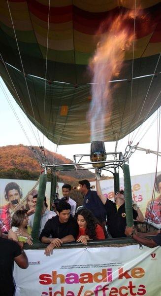 Vidya and Farhan promote 'Shaadi Ke Side Effects' on an hot air balloon