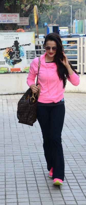Ameesha Patel spotted at PVR,Ameesha Patel spotted at Juhu,Ameesha Patel,actress Ameesha Patel,Ameesha Patel latest pics,Ameesha Patel latest images,Ameesha Patel latest photos,Ameesha Patel latest stills,Ameesha Patel latest pictures