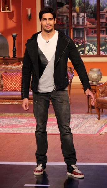 Sidharth Malhotra on Comedy Nights with Kapil