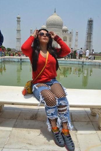 Rakhi Sawant,actress Rakhi Sawant,Rakhi Sawant visits Taj Mahal,Taj Mahal,Rakhi Sawant new pics,Rakhi Sawant new images,Rakhi Sawant new stills,Rakhi Sawant new pictures,Rakhi Sawant new photos
