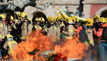 Catalan independence,catalan referendum,catalan firefighters,Catalan protesters,Protests in Spain,Catalunya,firefighters protest in Spain,Spanish Government,spanish police