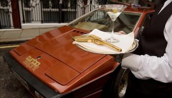 Sean connery,Daniel Craig,daniel craig james bond,daniel craig spectre,Daniel Craig 007 movies,Daniel Craig Aston Martin auction,Aston Martin,Aston Martin James Bond,BMW,James Bond cars,007 cars