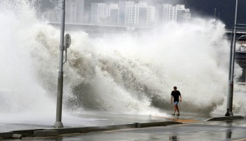 Typhoon Chaba,Typhoon Chaba batters South Korea,Typhoon Chaba hits South Korea,heavy rain in South Korea,flooding in South Korea,Typhoon Chaba batters South Korea and heads to Japan,Typhoon Chaba photos,Typhoon Chaba pics,Typhoon Chaba images,Typhoon Chab