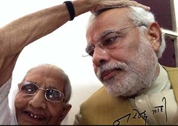 Narendra Modi 's selfie with mother has now gone viral.