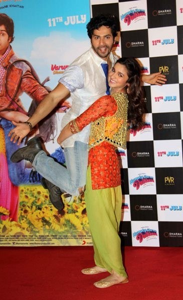 Alia Bhatt and Varun Dhawan Meets With Car Accident