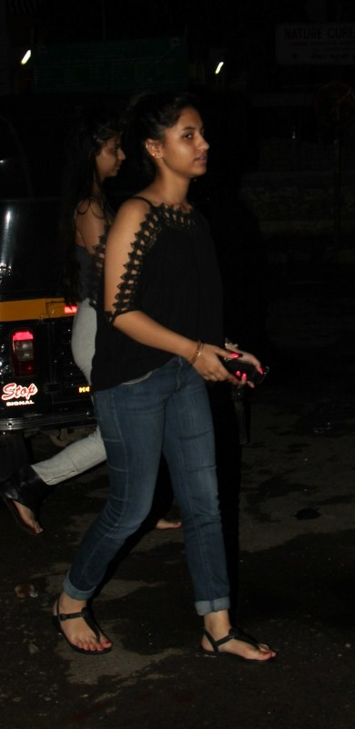 Shah Rukh Khan,Shah Rukh Khan daughter,Shah Rukh Khan daughter Suhana Khan,Suhana Khan,Suhana Khan spotted at Juhu,Suhana Khan at Juhu,Suhana Khan pics,Suhana Khan images,Suhana Khan stills,Suhana Khan pictures