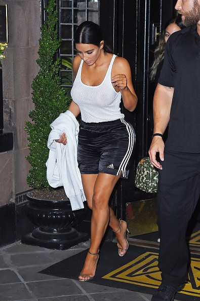 Kim Kardashian,Kim Kardashian goes braless,Kim Kardashian  braless,Kim Kardashian nipples,Kim Kardashian breast,Kim Kardashian boobs,Kim Kardashian braless pics,Kim Kardashian braless images,Kim Kardashian braless stills,Kim Kardashian braless pictures,Ki