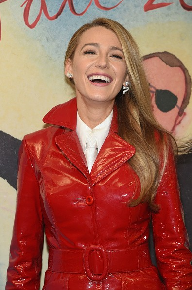 Blake Lively,hot Blake Lively,Michael Kors NYFW show,NYFW show,Michael Kors Collection Fall 2018,Michael Kors Collection,Blake Lively in red dress,hollywood celebs