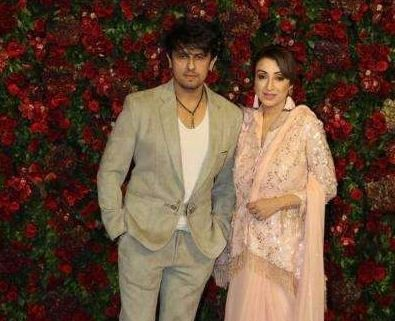 Sonu Nigam and his wife at Deepika Padukone's reception