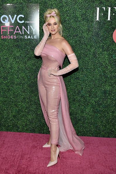 Katy Perry,Katy Perry in Pink dress,Katy Perry breast cancer awareness,Katy Perry breast cancer,Katy Perry goes all pink,Katy Perry hot pics,Katy Perry hot images,Katy Perry hot stills,Katy Perry hot pictures,Katy Perry hot photos