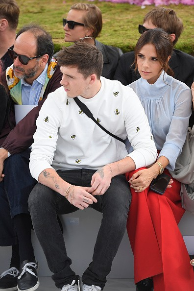 Victoria Beckham,Victoria Beckham son,Victoria Beckham with his son,Brooklyn Beckham,Paris Fashion Week,Paris Fashion Week 2018,David Beckham