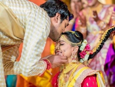 Telugu actor Varun Sandesh entered into wedlock with actress Vithika Sheru here on Friday.