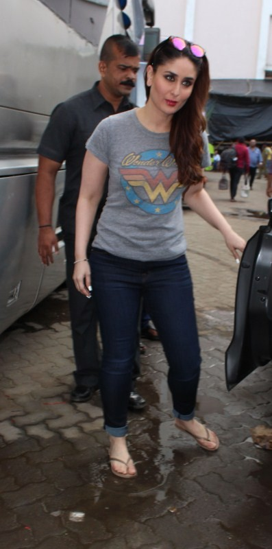 Kareena Kapoor Khan,Kareena Kapoor,Kareena Kapoor Khan spotted at  Mehboob Studio,Kareena Kapoor Khan at Mehboob Studio,Kareena Kapoor Khan latest pics,Kareena Kapoor Khan latest images,Kareena Kapoor Khan latest stills,Kareena Kapoor Khan latest pictures