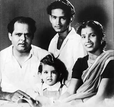Hrithik Roshan,actor Hrithik Roshan,Hrithik Roshan with his granddad,director Roshan Lal Nagrath,Roshan Lal Nagrath and Hrithik Roshan