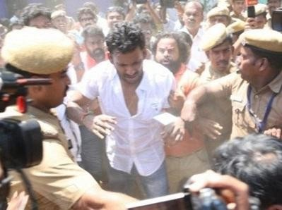 Vishal,Nadigar Sangam Election,Vishal attacked