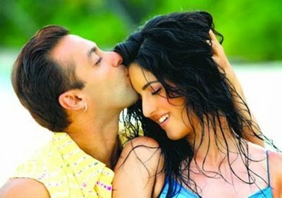 Kiss day Special,Kiss day,Kiss day 2017,Salman Khan,Katrina Kaif,Shah Rukh Khan,Ranveer Singh,Deepika Padukone,Shahid Kapoor,Hrithik Roshan,John Abraham