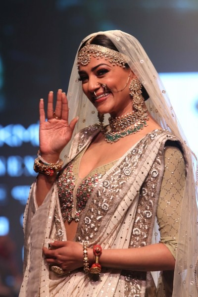 Sushmita Sen,actress Sushmita Sen,hot Sushmita Sen,Sushmita Sen at LFW,Sushmita Sen at Lakme Fashion Week,Lakme Fashion Week