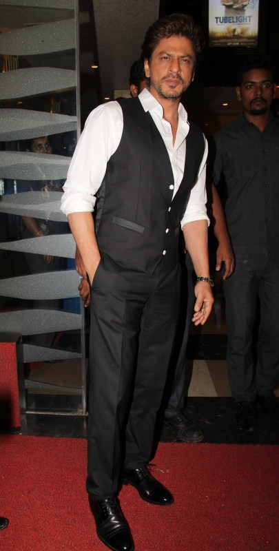 Shahrukh Khan,Shah Rukh Khan,Shah Rukh Khan and Salman Khan,Salman Khan and Shah Rukh Khan,Shah Rukh Khan at Tubelight special screening,Tubelight special screening,Celebs at Tubelight special screening,Tubelight special screening pics,Tubelight special s