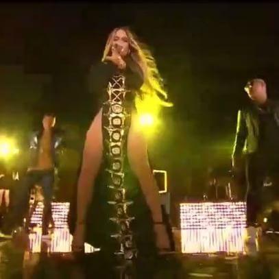 Jennifer Lopez,Jennifer Lopez wardrobe malfunction,Jennifer Lopez bikini pics,Jennifer Lopez bikini images,Jennifer Lopez bikini stills,Jennifer Lopez curves,Jennifer Lopez curves pics,Jennifer Lopez flaunts curves,Jennifer Lopez curves pics,Jennifer Lope