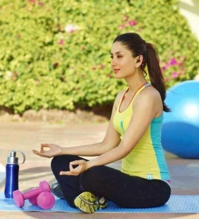 Kareena Kapoor Khan practice yoga