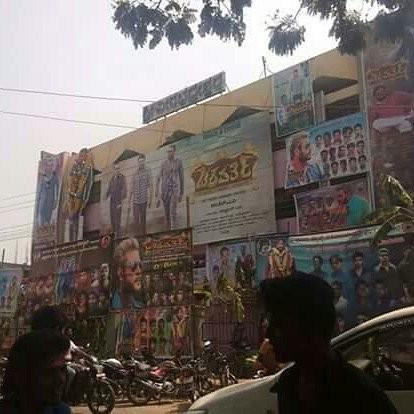 Challenging Star Darshan,Darshan,Darshan fans,Chakravarthy movie release,Chakravarthy release,Chakravarthy release pics,Chakravarthy release images,Chakravarthy release photos,Chakravarthy release stills,Chakravarthy release pictures