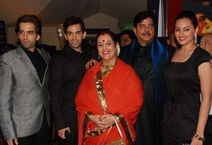 Actress Sonakshi Sinha (R) posing with her family. (Facebook)