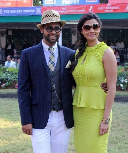 Daisy Shah and VJ Andy at Mid Day trophy race event