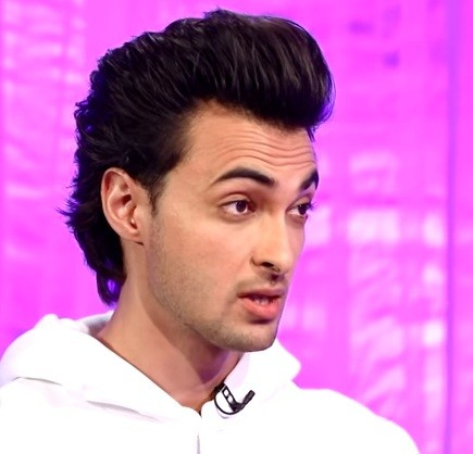 Did Aayush Sharma lose cool on reporter