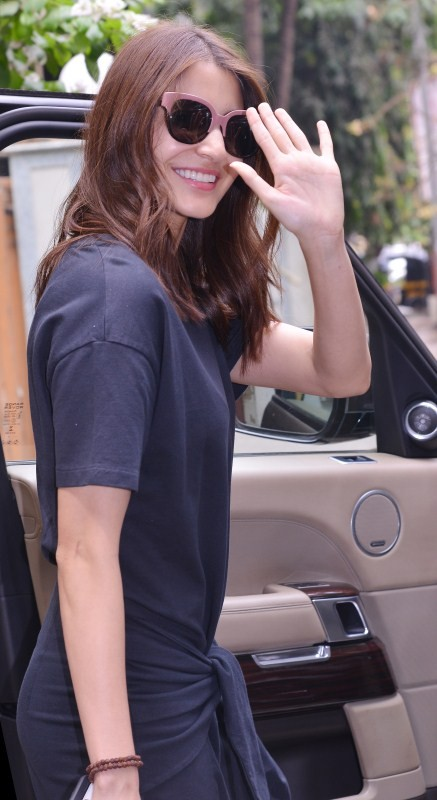 Anushka Sharma at Juhu,Anushka Sharma spotted at Juhu,Anushka Sharma,actress Anushka Sharma,Anushka Sharma pics,Anushka Sharma images,Anushka Sharma stills,Anushka Sharma pictures,Anushka Sharma photos
