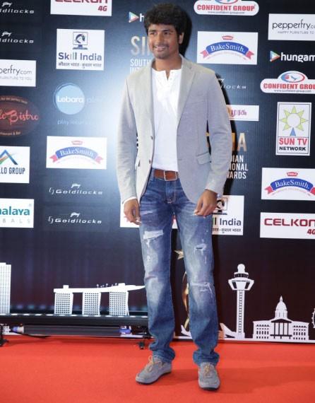 SIIMA Awards 2016,SIIMA Awards,Allu Arjun,Chiranjeevi,Sivakarthikeyan,Vikram,SIIMA Awards pics,SIIMA Awards images,SIIMA Awards photos,SIIMA Awards stills,SIIMA Awards pictures
