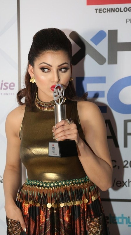 Evelyn Sharma,Urvashi Rautela,Exhibit Tech Awards,Exhibit Tech Awards 2016,Exhibit Tech Awards pics,Exhibit Tech Awards images,Exhibit Tech Awards photos,Exhibit Tech Awards stills,Exhibit Tech Awards pictures