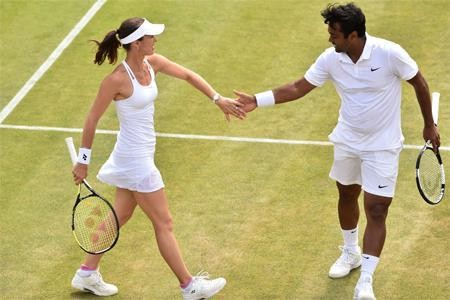 Leander Paes and Martina,Leander Paes and Martina wins Wimbledon Mixed Doubles Final,Wimbledon Mixed Doubles Final,Wimbledon 2015,Mixed Doubles Final,Leander Paes,Martina,Martina Hingis