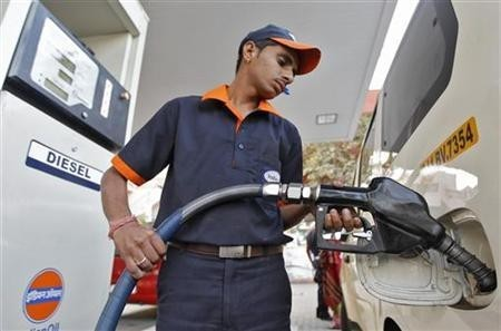 A worker fills diesel in a vehicle at a fuel station in Ahmedabad January 17, 2013.