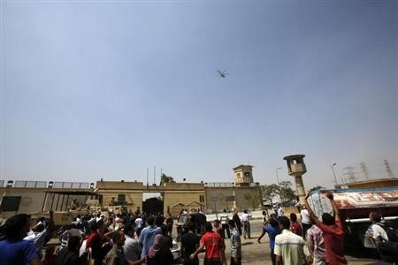 Supporters of Hosni Mubarak outside Tora prison