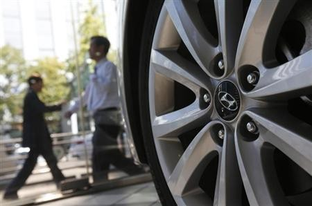 The logo of Hyundai Motor Co. is seen on a wheel of a car at a Hyundai dealership in Seoul October 21, 2013.