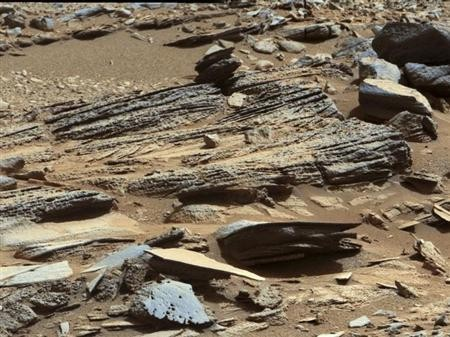 An image from the Mast Camera (Mastcam) on NASA's Mars rover Curiosity shows the surface of the planet with inclined layering known as cross-bedding in an outcrop called ''Shaler'' on a scale of a few tenths of a meter, or decimet
