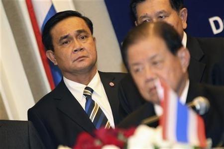 Commander-in-chief of the Royal Thai Army Prayuth Chan-ocha (L)
