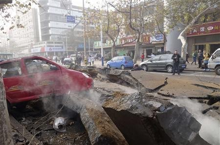 Man trapped in the debris after oil pipeline blasted in China