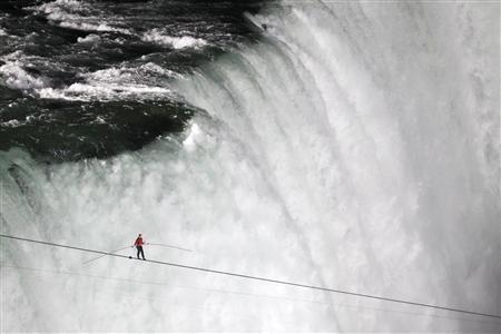 Nik Wallenda, has made a historic tightrope crossing over roaring Niagara Falls on Friday night
